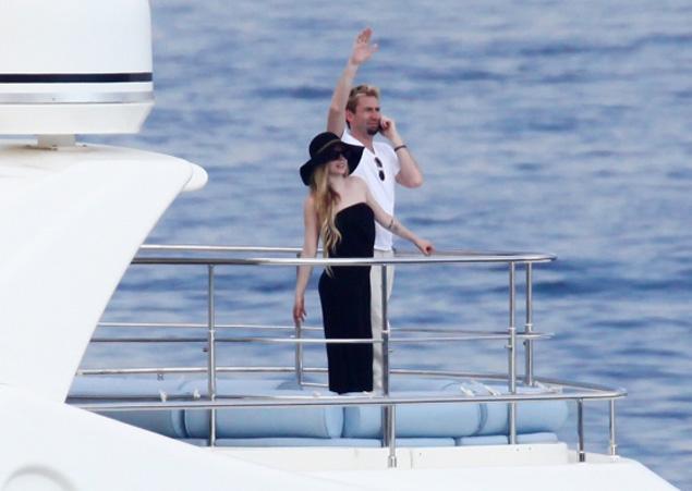 Avril Lavigne Matrimonio In Nero : Avril lavigne sposa in nero