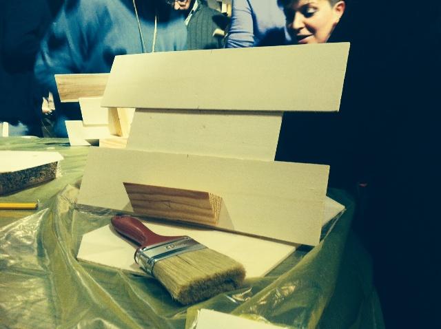 riciclare il legno:dalla cassetta al porta tablet