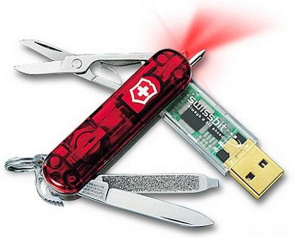 tra le chiavette usb più assurde quella a coltellino svizzero