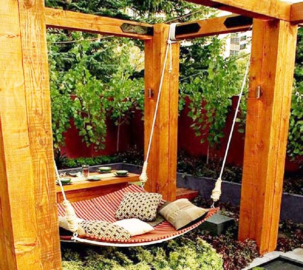 Struttura in legno per un'amaca da esterno