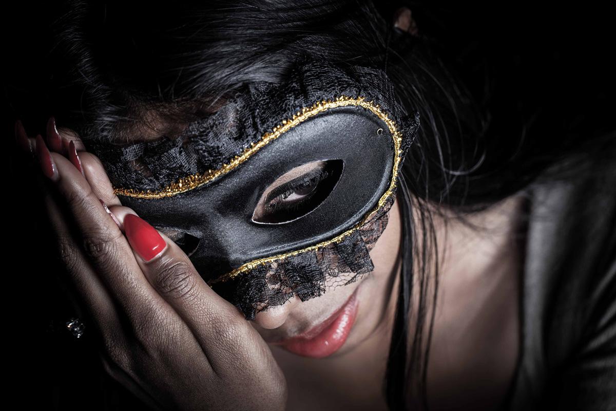 donne-con-la-maschera