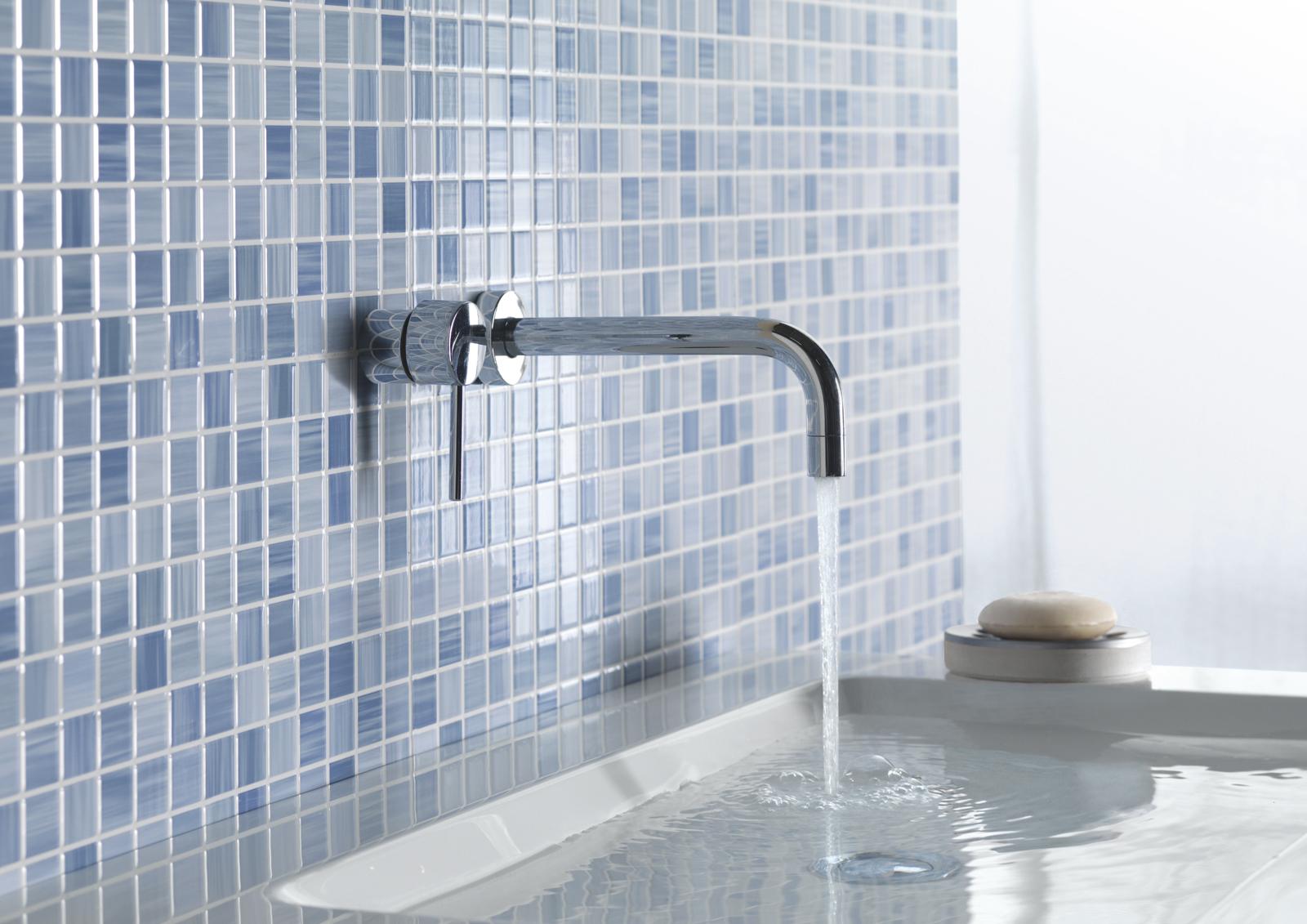 Mattonelle da parete forme colori materiali e abbinamenti - Piastrelle bagno effetto mosaico ...