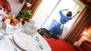 Bon ton in hotel